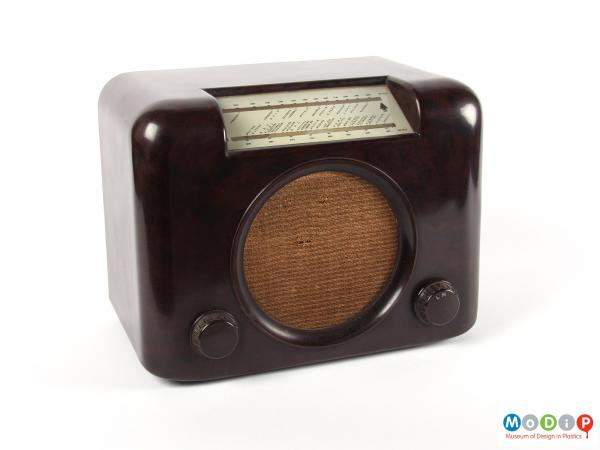 Front view of a radio showing the round speaker grill.