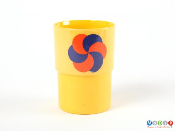 Side view of a beaker showing the transfer motif.