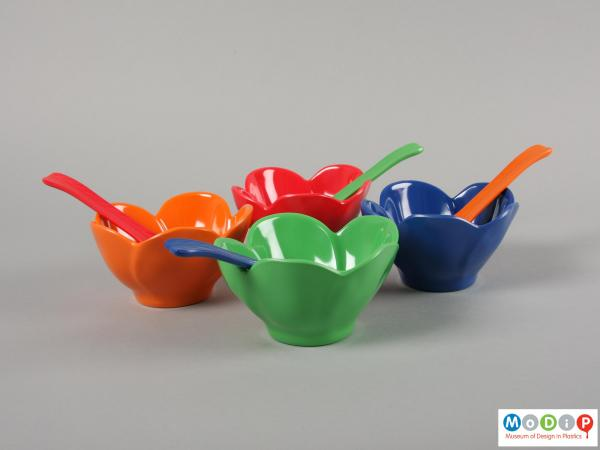 Side view of a dessert set showing the the bowls and spoons.