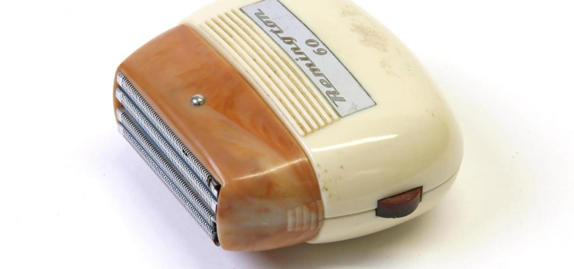Side view of a shaver showing the shaving foil.